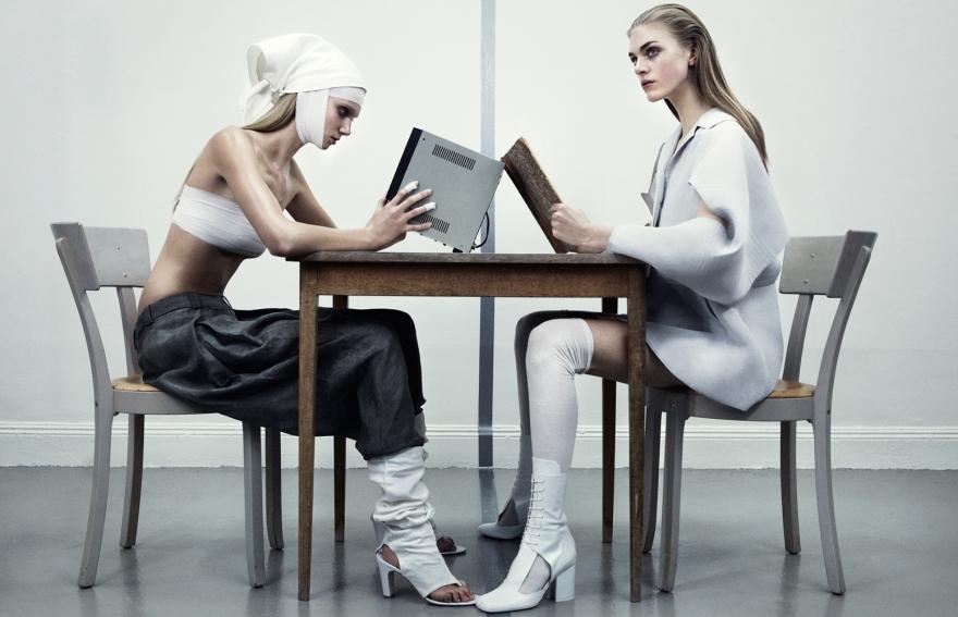 Hedvig Palm, Sara Blomqvist-, Moa Hedström & Hanna Svensson by Marcus Ohlsson (Angels In Chains - Bo (1)