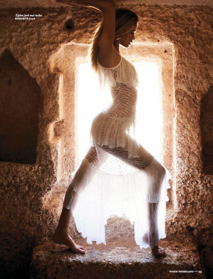 Doutzen-Kroes-Vogue-Netherlands-Paul-Bellaart-04