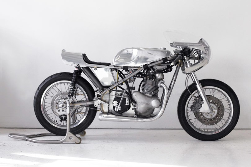 customized-vintage-racing-motorcycle-by-sebastian-errazuri-designboom-16