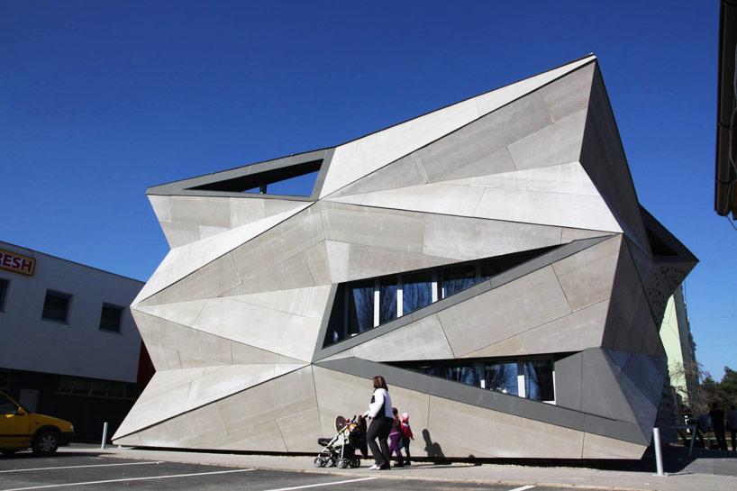 heat-exchanger-vazecka-atrium-studio-designboom00