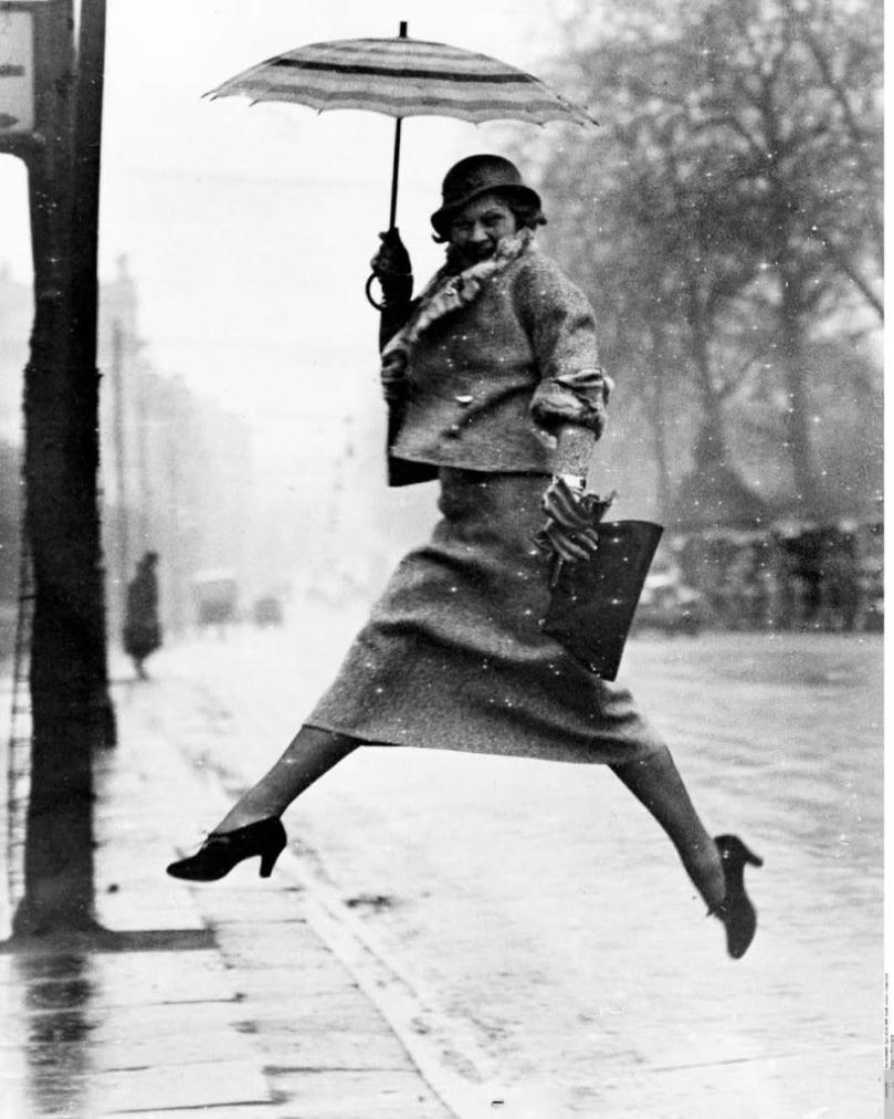 martin-munkacsi-the-pudle-jumper-1934