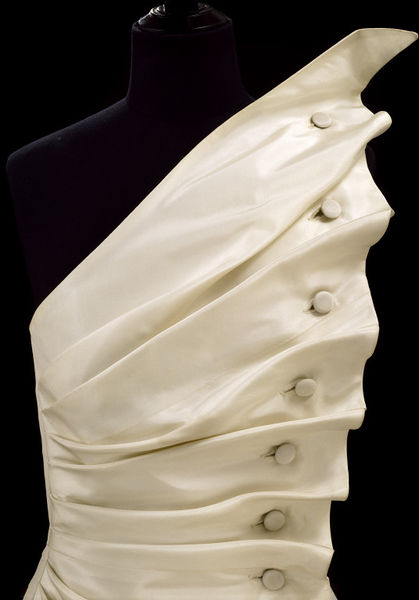 #ThrowbackFashion Evening dress 'Bird's Wing' of white silk taffeta, designed by Antony Price, England, 1986-2006BF2615_jpg_l