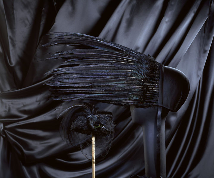 #ThrowbackFashion Kiss of death, black satin bonnet with pheasant feathers, designed by Jo Gordan, Britain, 1994-2006BC8675_jpg_l