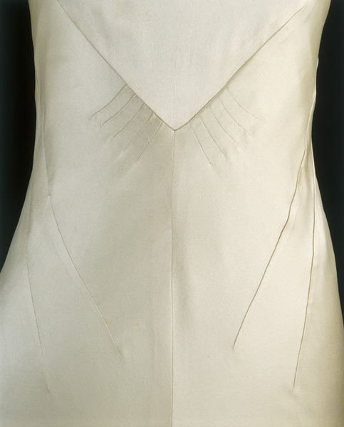 Wedding dress of silk satin by Charles James- England- 1934-2006BF2896_jpg_l