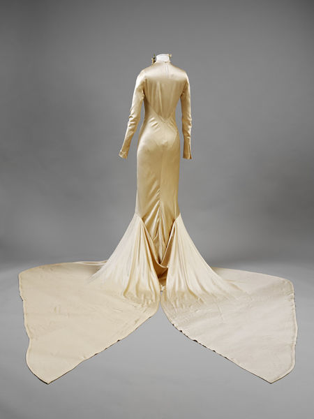 Wedding dress of silk satin by Charles James- England- 1934-2010EG1751_jpg_l