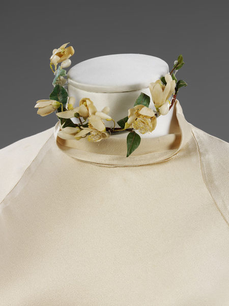 Wedding dress of silk satin by Charles James- England- 1934-2010EG1752_jpg_l