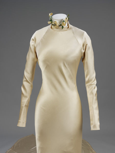Wedding dress of silk satin by Charles James- England- 1934-2010EG1753_jpg_l