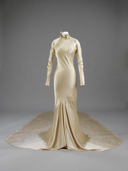 Wedding dress of silk satin by Charles James- England- 1934-2010EG1786_jpg_l