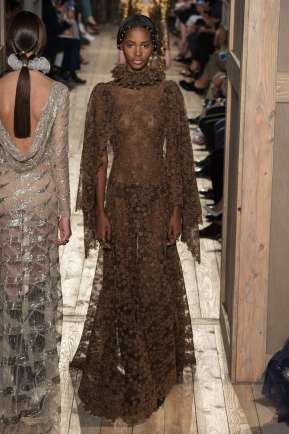 VALENTINO - FALL-WINTER 2016 - HAUTE COUTURE-018