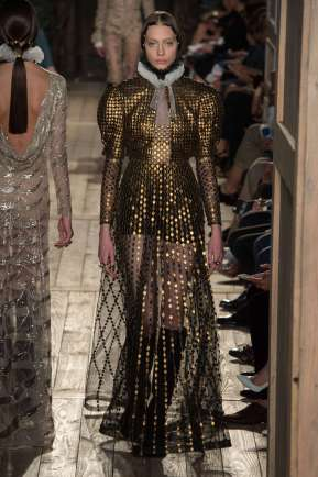 VALENTINO - FALL-WINTER 2016 - HAUTE COUTURE-019