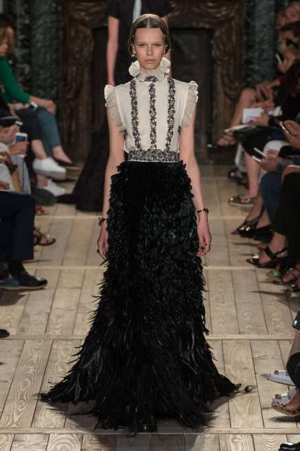 VALENTINO - FALL-WINTER 2016 - HAUTE COUTURE-025