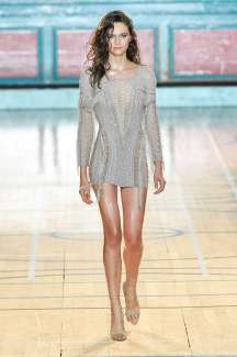 julien-macdonald-fashion-week-spring-summer-2017-london-womenswear-008