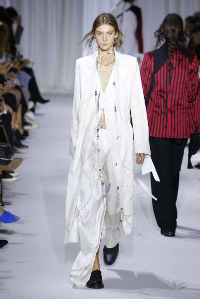 ann-demeulemeester-fashion-week-spring-summer-2017-paris-womenswear-012