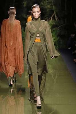 balmain-fashion-week-spring-summer-2017-paris-womenswear-004