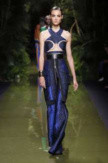 balmain-fashion-week-spring-summer-2017-paris-womenswear-014