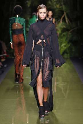 balmain-fashion-week-spring-summer-2017-paris-womenswear-018