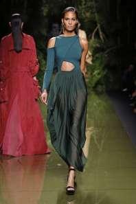 balmain-fashion-week-spring-summer-2017-paris-womenswear-034