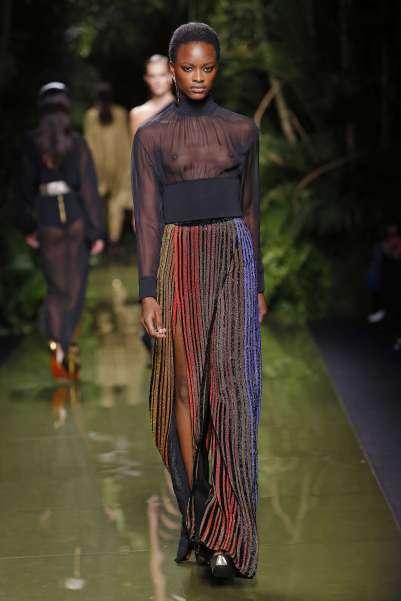 balmain-fashion-week-spring-summer-2017-paris-womenswear-038