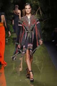 balmain-fashion-week-spring-summer-2017-paris-womenswear-040