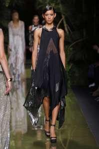 balmain-fashion-week-spring-summer-2017-paris-womenswear-047