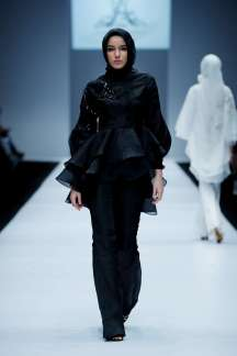 ayu-dyah-andari-spring-summer-2017-jakarta-womenswear-catwalks-001