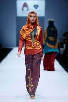 lusense-kd-and-hans-virgoro-spring-summer-2017-jakarta-womenswear-catwalks-009