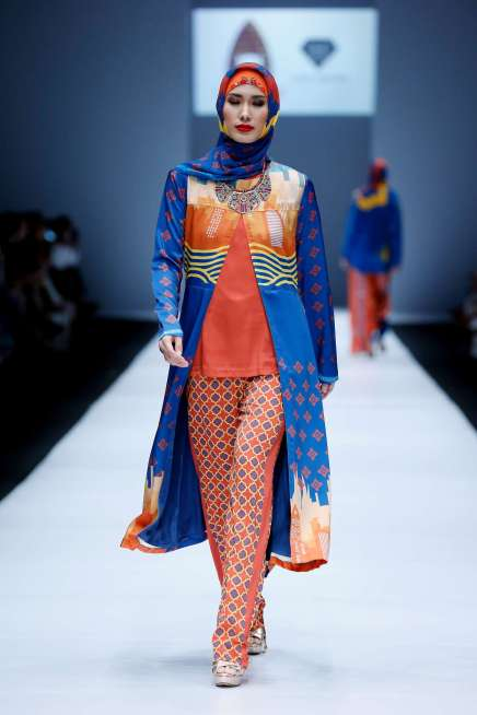 lusense-kd-and-hans-virgoro-spring-summer-2017-jakarta-womenswear-catwalks-012