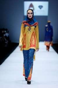 lusense-kd-and-hans-virgoro-spring-summer-2017-jakarta-womenswear-catwalks-013
