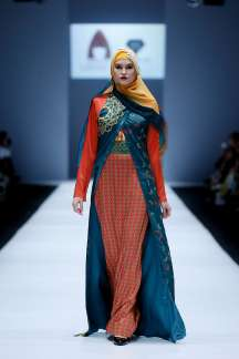 lusense-kd-and-hans-virgoro-spring-summer-2017-jakarta-womenswear-catwalks-014