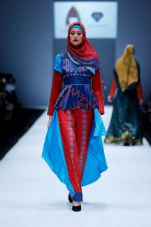 lusense-kd-and-hans-virgoro-spring-summer-2017-jakarta-womenswear-catwalks-015
