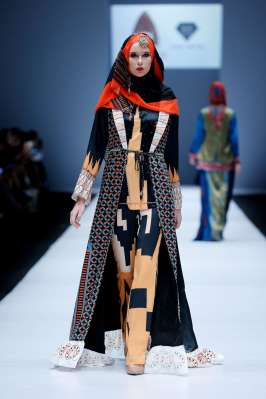 lusense-kd-and-hans-virgoro-spring-summer-2017-jakarta-womenswear-catwalks-017