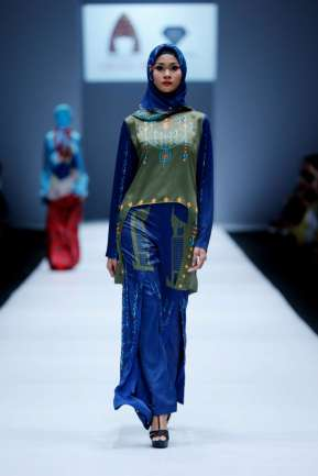 lusense-kd-and-hans-virgoro-spring-summer-2017-jakarta-womenswear-catwalks-019