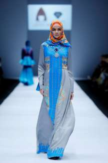 lusense-kd-and-hans-virgoro-spring-summer-2017-jakarta-womenswear-catwalks-021