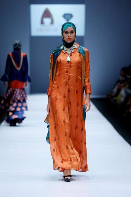 lusense-kd-and-hans-virgoro-spring-summer-2017-jakarta-womenswear-catwalks-024