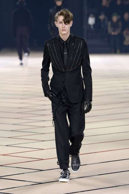 dior-homme-fall-winter-2017-paris-menswear-catwalks-008