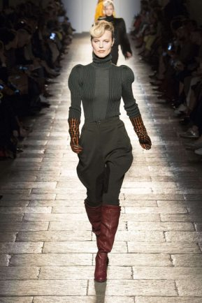 Bottega Veneta Fall-Winter 2017 Milan Womenswear Catwalks