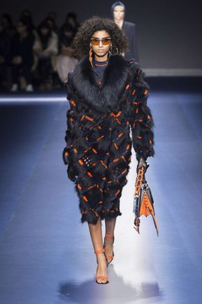 Versace Fall-Winter 2017 Milan Womenswear Catwalks-007